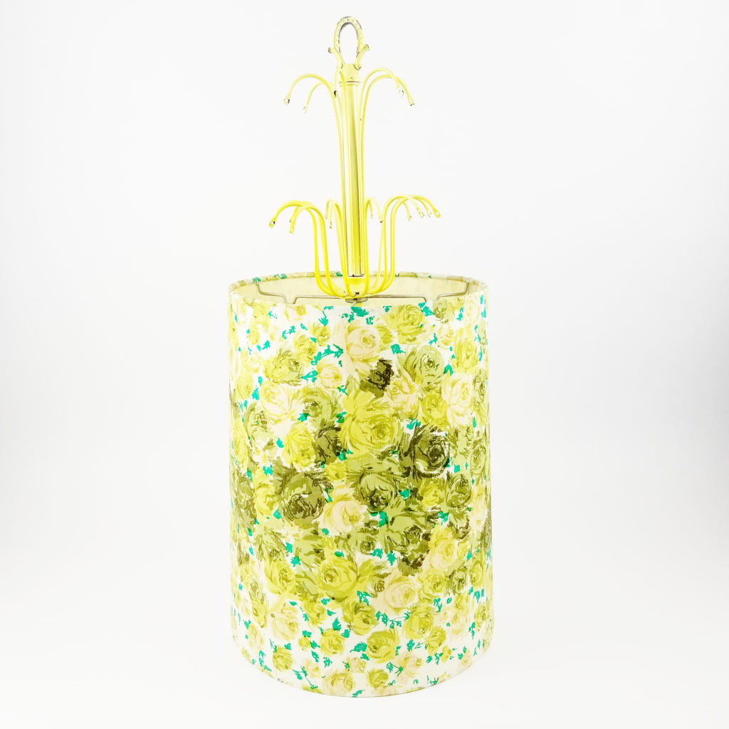 The most perfectly MOD fabric pendant lamp I've ever come across. The charms make it even more quirky. - Retell Seller