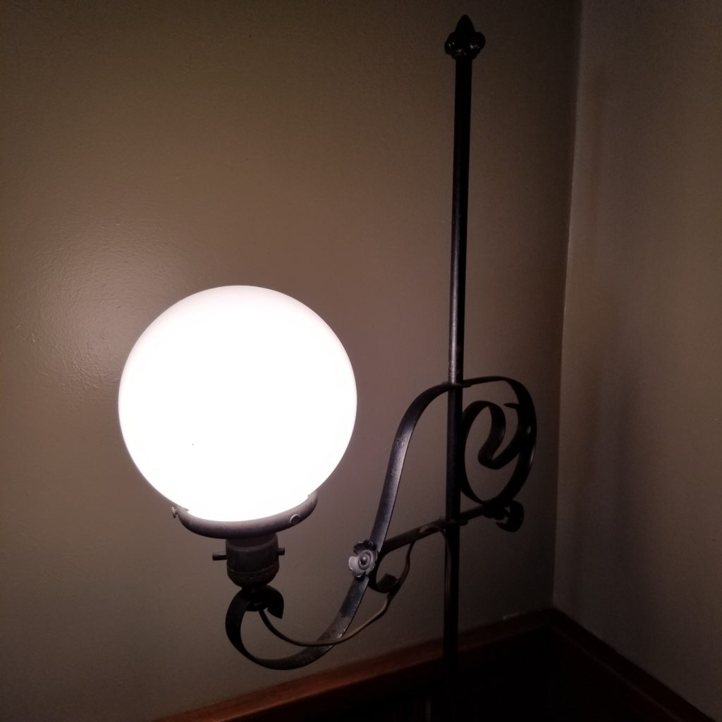 Old floor lamp in my dining room that needs to be rewired. I can't wait until I get started on this project. - Retell Seller
