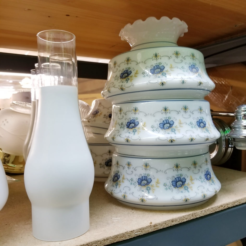 Abigail Quoizel glass lamp shades & some frosted chimneys - Retell Seller